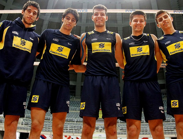 Matheus, Luan , Rafael, Bernardo e Otávio - seleção juvenil vôlei (Foto: Alexandre Arruda / CBV)