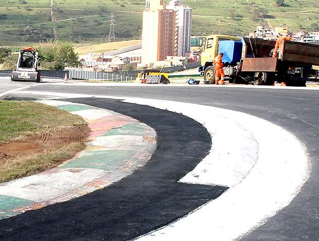 obras na chicane de Interlagos (Foto: Globoesporte.com)
