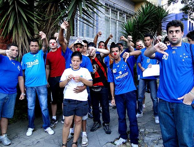 protesto de torcedores do Cruzeiro (Foto:  Tarcísio Badaró / Globoesporte.com)