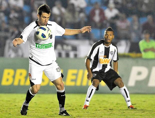 Elias Figueirense Patric Atlético-MG (Foto: Ag. Estado)