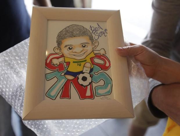 Japonesa desenha Ganso e exibe no hotel em stuttgart (Foto: Mowa Press)