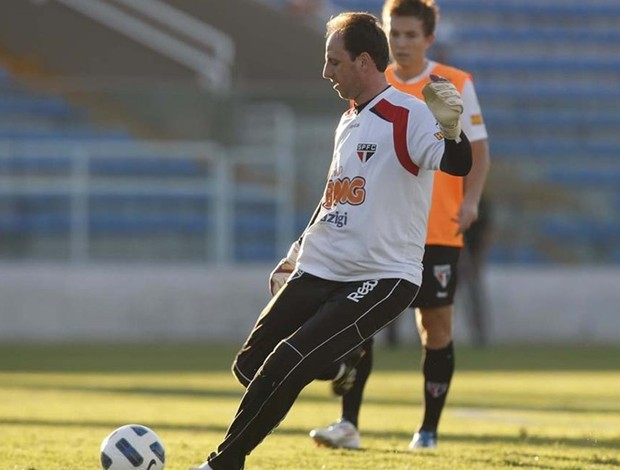 Rogério Ceni em ação no treino em Fortaleza (Foto: Rubens Chiri / Site oficial do São Paulo FC)