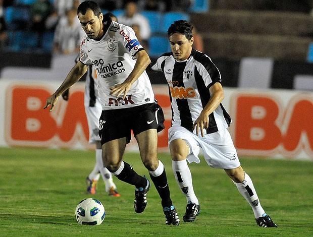 danilo lima corinthians x Atlético-MG (Foto: Agência Estado)