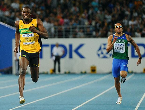 Usain Bolt na prova dos 200m (Foto: AFP)
