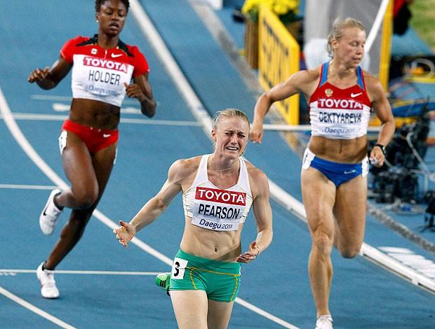 Sally Pearson comemora a vitória nos 100m com barreira (Foto: Reuters)