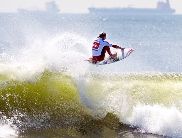 Owen Wright no surfe em Nova York (Foto: AP)