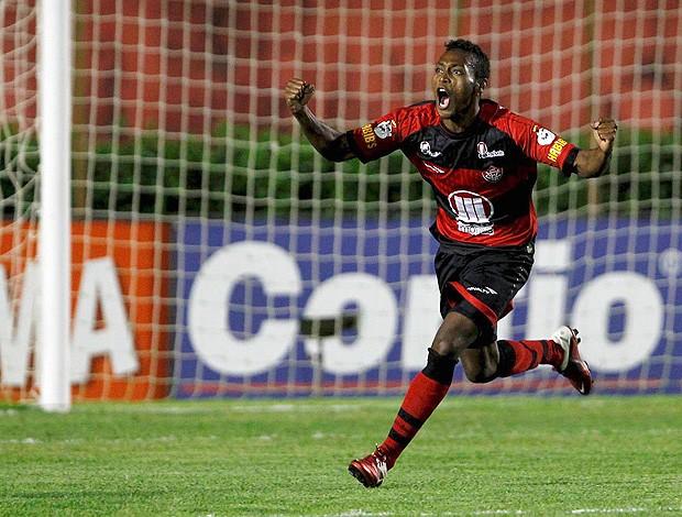 Marquinhos gol Vitória (Foto: Futura Press)