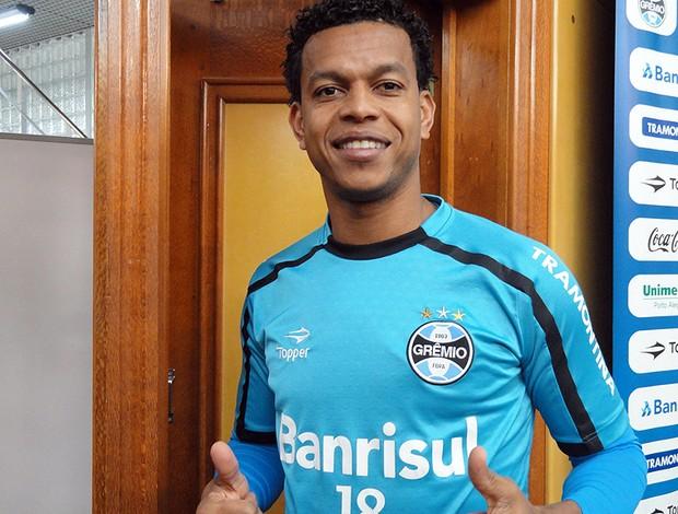 Edcarlos, zagueiro do Grêmio (Foto: Eduardo Cecconi/Globoesporte.com)