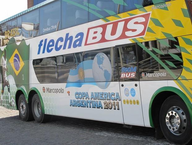 ônibus seleção Copa América utilizado para o Superclássico (Foto: Márcio Iannacca / Globoesporte.com)