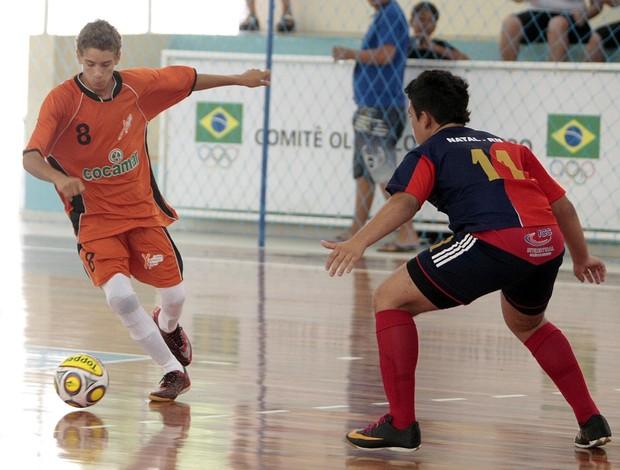 Torcida organizada leva Paraná à vitória no futsal masculino Olimpíadas Escolares 2011 (Foto: Gaspar Nóbrega/COB)