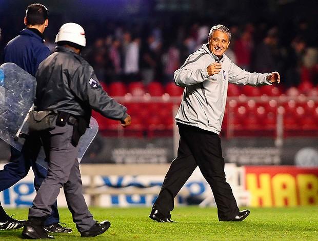 tite reclama com árbitro são paulo x corinthians (Foto: Marcos Ribolli/GLOBOESPORTE.COM)