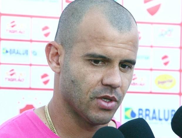 Roni, atacante do Vila Nova (Foto: Sebastião Nogueira/O Popular)