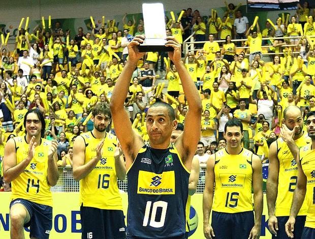 Brasil comemora título do Sul-Americano de vôlei (Foto: Jefferson Bernades / Vipcomm)