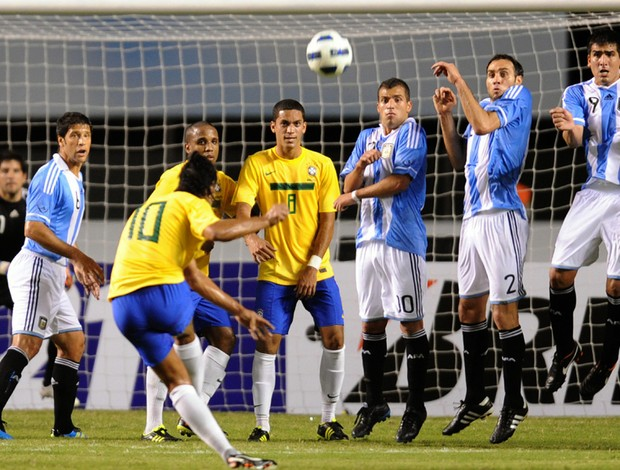 Ronaldinho Brasil x Argentina (Foto: AFP)