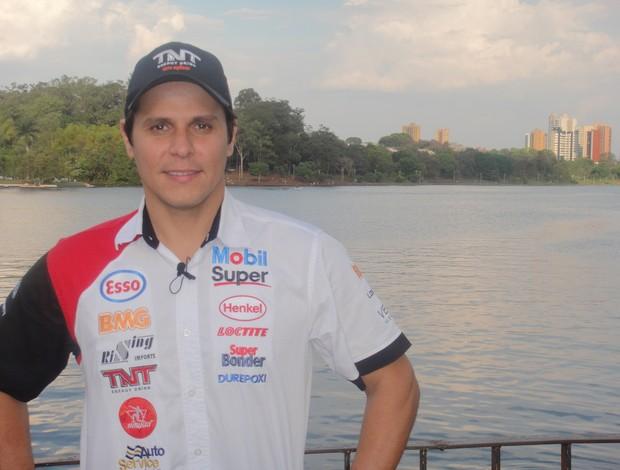Stock Car: Valdeno Brito posa no Lago Igapó, em Londrina (Foto: Rafael Honório / GLOBOESPORTE.COM)