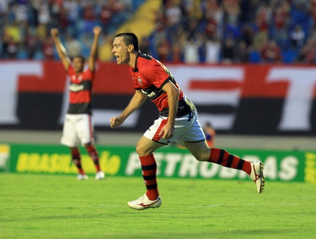 felipe, atacante do atlético-go (Foto: Renato Conde/O Popular)