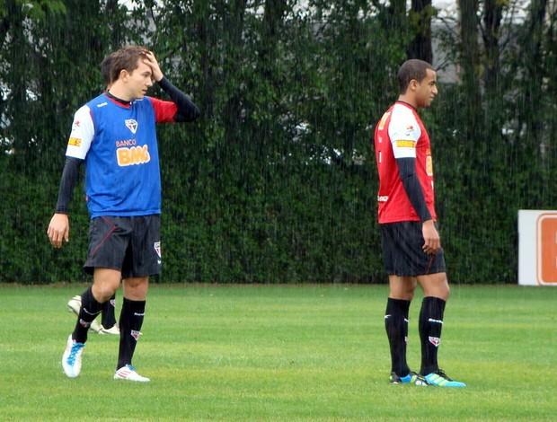 Dagoberto e Lucas no treino deste sábado, no CT da Barra Funda (Foto: Site oficial do São Paulo FC)