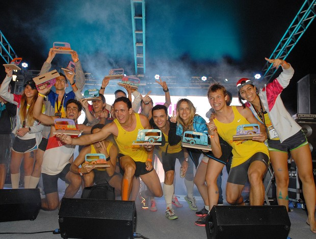 Atletas da Nike + 2 empolgados com a vitória (Foto: Alexandre Durão/ Globoesporte.com)