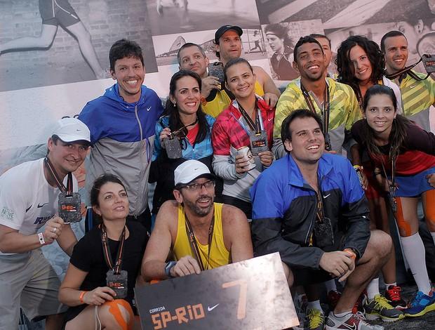 Equipe Imprensa: em antepeúltimo lugar, ficou mais difícil 'pegar' placa da corrida de brinde (Foto: Divulgação/Nike)
