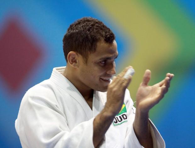Bruno Mendonça bate palmas e comemora a vitória relâmpago no judô dos Jogos Pan-Americanos (Foto: Jefferson Bernardes/VIPCOMM)