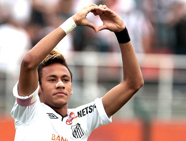 Neymar comemora gol do Santos contra o Atlético-PR (Foto: Miguel Schincariol / Ag. Estado)
