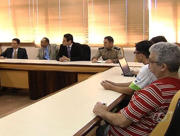 Medidas foram discutidas em reunião na sede do Ministério Público, em Goiânia (Foto: Reprodução/TV Anhanguera)