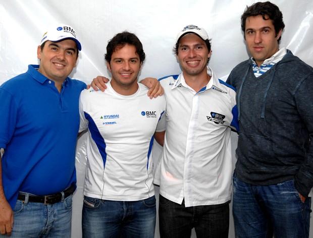 Stock Car: Galid Osman e Tuka Rocha posam com seus patrocinadores de 2012 (Foto: Miguel Costa Jr. / RF1)