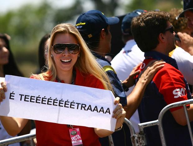 Talita Stopazzoli, comemora o tetra do noivo Cacá Bueno na Stock Car (Foto: Carsten Horst)
