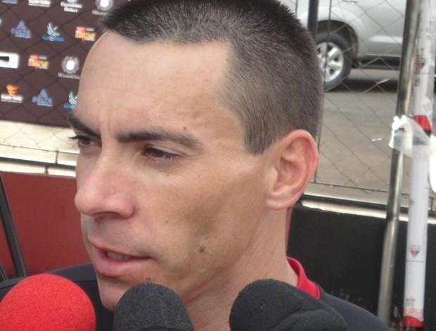 Felipe, atacante do Atlético-GO (Foto: Fernando Vasconcelos/GLOBOESPORTE.COM)