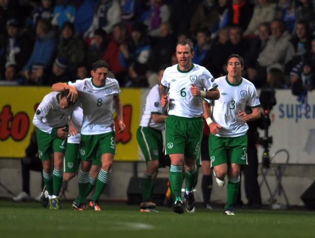 Irlanda comemora gol sobre a Estônia (Foto: AFP)