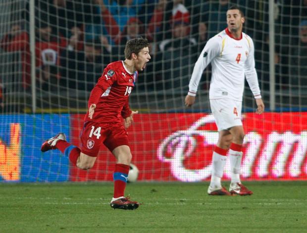 Vaclav Pilar comemora gol da Republica Tcheca sobre Montenegro (Foto: AP)