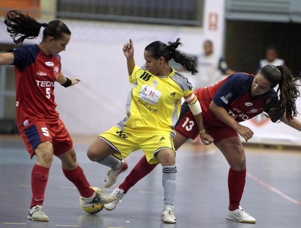 UCB (DF) e ULBRA (RS) disputam a final feminina do futsal das Olimpíadas Universitárias  (Foto: Gaspar Nóbrega / Inovafoto)