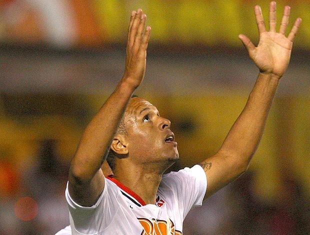 Luis Fabiano comemora gol do São Paulo (Foto: Idário Café / Vipcomm)