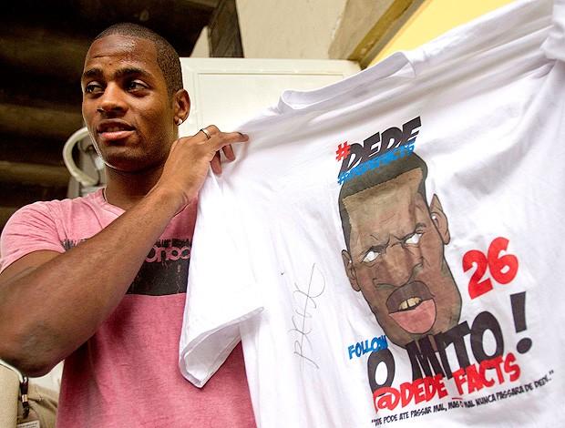 Dedé vasco camisa #dedefacts (Foto: Alexandre Cassiano / O Globo)