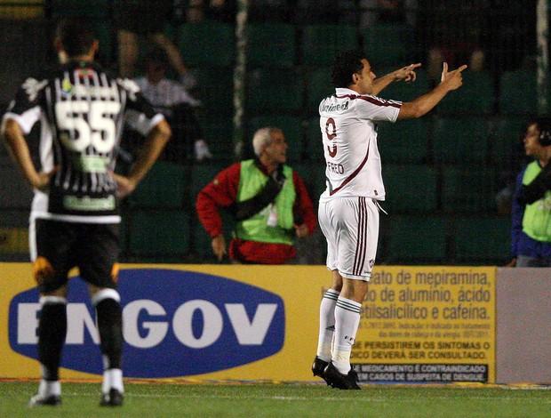 Fred comemora um dos gols contra o Figueirense (Foto: Cristiano Andujar/Photocamera)