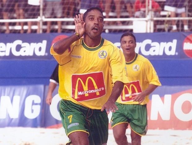 Neném comemora gol, com Benjamim atrás (Foto: Arquivo Pessoal)