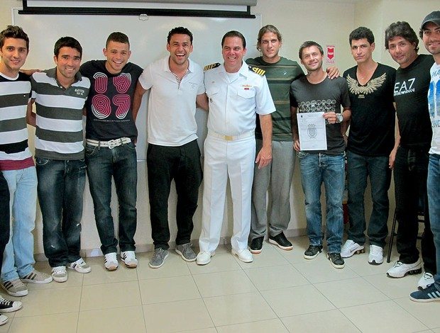 jogadores do Fluminense fazem teste na Marinha (Foto: Divulgação / Capitania dos Portos)