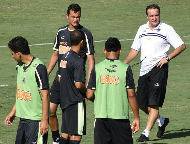 Cuca no treino do Atlético-MG (Foto: Lucas Catta Prêtta / Globoesporte.com)