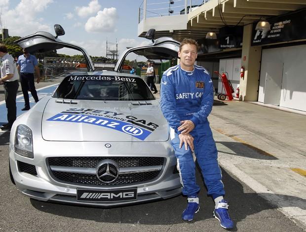 Bernd Maylander, piloto do safety car da Fórmula 1, com o Mercedes SLS (Foto: Divulgação)