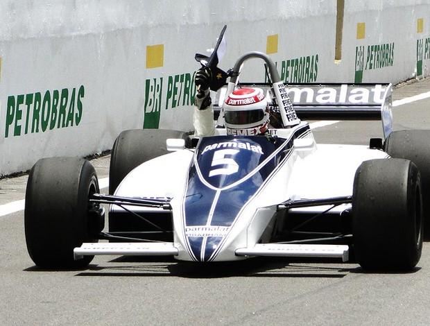 Nelson Piquet passeia com a Brabham durante homenagem no GP do Brasil (Foto: Rafael Lopes / Globoesporte.com)