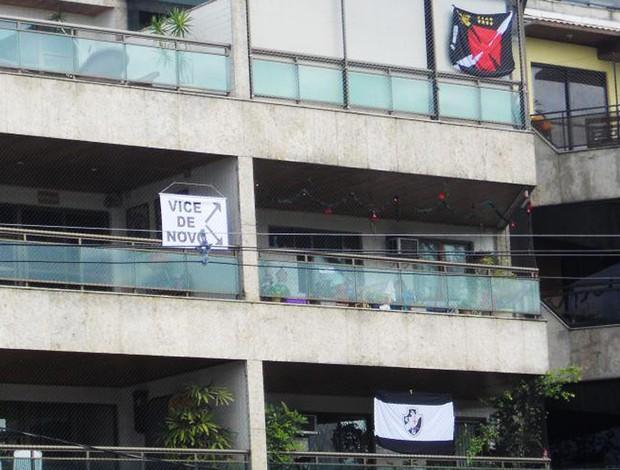 Fachada do prédio de bruno bandeiras do vasco e a provocação