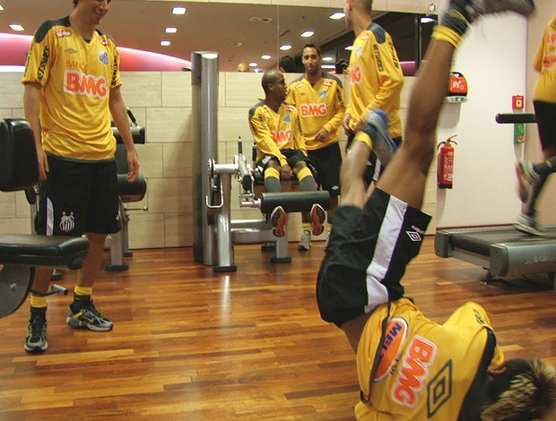 Neymar dança Break (Foto: Reprodução)