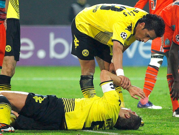Sebastian Kehl machucado - Borussia Dortmund x Marseille (Foto: Reuters)