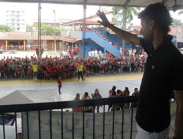 Leo Moura na pelada beneficente organizada por Junior Cesar em Magé (Foto: Janir Junior / Globoesporte.com)