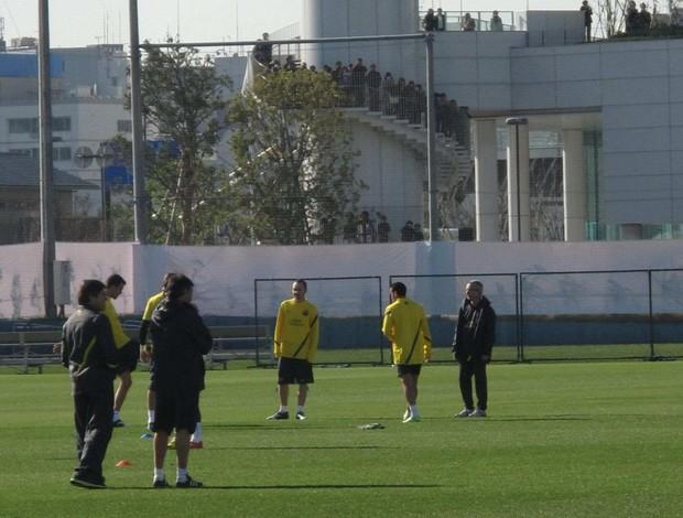 Torcida acompanha treino do Barcelona (Foto: Thiago Dias / Globoesporte.com)
