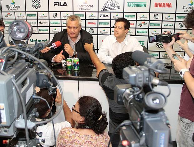 Branco é o novo técnico do Figueirense (Foto: Carlos Amorim / Site Oficial do Fligueirense)