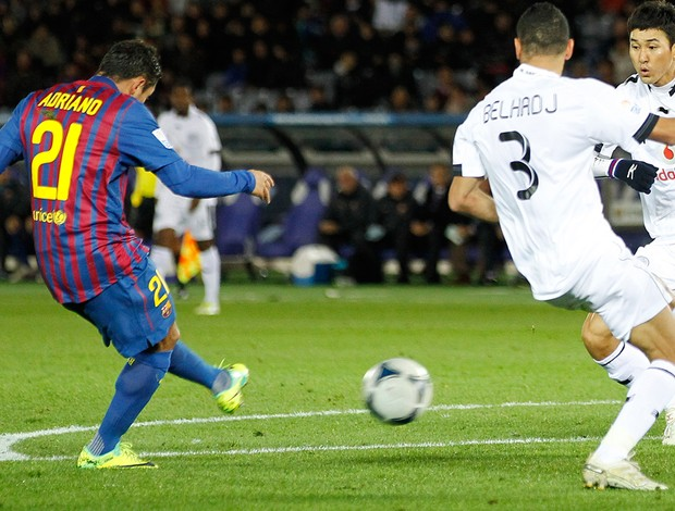 adriano barcelona gol al sadd (Foto: Agência Reuters)