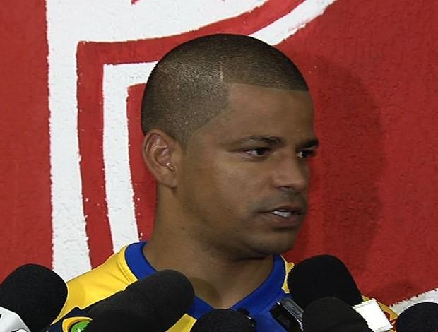 Júlio César, goleiro do Vila Nova (Foto: Reprodução/TV Anhanguera)