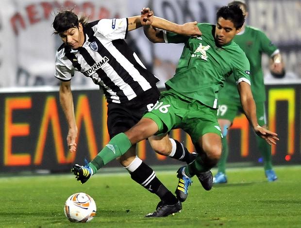Pablo Garcia e Cristian Noboa, PAOK Saloniki x Rubin Kazan (Foto: AP)