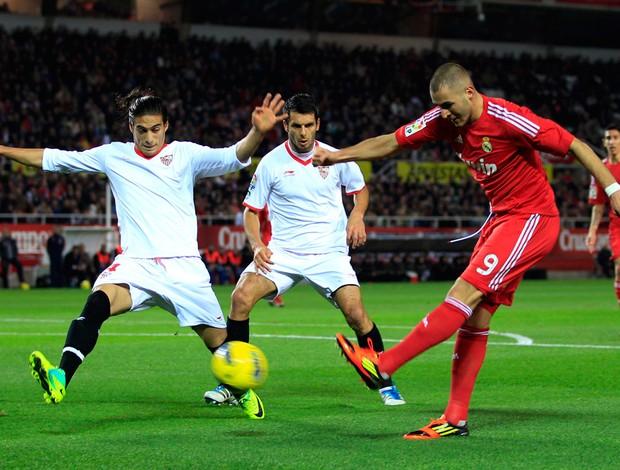 Benzema, Sevilla x Real Madrid (Foto: Reuters)